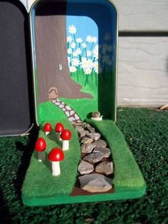 Fairy Garden Altoid Tin: how-to with great pictures!  I'm loving the front of the tin, too.