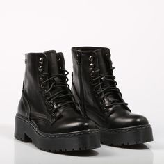 Botines Xti, Travel Wardrobe, Korean Fashion, Thrifting, Combat Boots, Fashion Shoes, Jewlery, Shoe Boots, Oxford