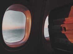 long haul flight essentials Airplane Window, Airplane View, New Travel, Travel Goals, Travel Tips, Travel Essentials List, Sleeping On A Plane, Top 10 Destinations, Flights To London