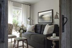 diseño interior casa pequeña - salón sofá gris-living room
