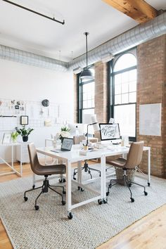 the everygirl office workspace decor inspiration office organization inspiration home decor inspiration Workspace Design, Office Workspace, Office Interior Design, Office Interiors, Office Designs, Small Office Design, Office Setup, Office Lighting, Study Office