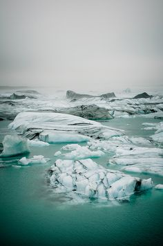 endless ice, jökulsárlón, iceland | nature photography + waterscapes #adventure
