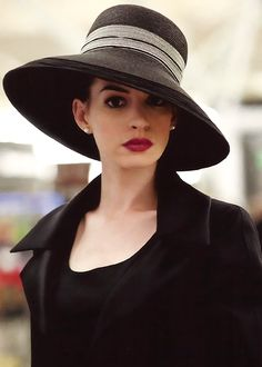 Anne Hathaway... love the hat.