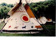 painted tipis - Google Search Native American Teepee, Native American Beauty, American Indians, Indian Teepee, Indian Quilt, Tenda Camping, Tulum, Native American Pictures, Southwestern Art