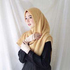 Girl Hijab, Hijab Outfit, Video Hijab, Photography Poses For Men, Food Photography, Muslim Beauty, Islamic Clothing, Beautiful Hijab, Hot Outfits
