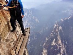this looks soooo scary...but i still want to try it!  Mount Haushan plank trail in China