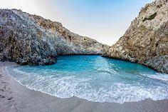 En ikke så kjent bukt i nærheten av Chania på Kreta. Most Beautiful Beaches, Beautiful Places, Beautiful Pictures, Holiday Destinations, Travel Destinations, Travel Around The World, Around The Worlds, Crete Chania, Crete Island