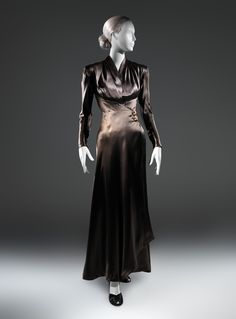 Charles James (American, born Great Britain, 1906–1978). Dinner dress, 1939. The Metropolitan Museum of Art, New York. Purchase, Costume Institute Benefit Fund, Friends of The Costume Institute Gifts, and Acquisitions Fund, 2013 (2013.406)