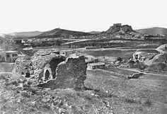 -Άποψη από το Παγκράτι, και μπροστά φαίνονται τα ερείπια του ναού του Σταυρωμένου Πέτρου, στα θεμέλια του οποίου κτίστηκε ο ναός του Αγίου Σπυρίδωνος, ημερομηνία άγνωστη: