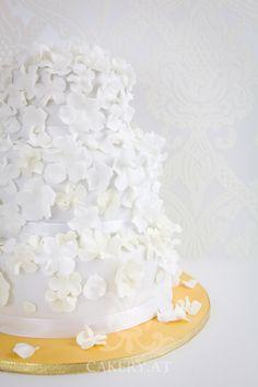 Hochzeitstorte: White Flower Rain