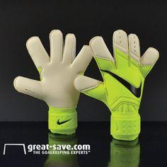 NIKE goalkeeper gloves grip 3