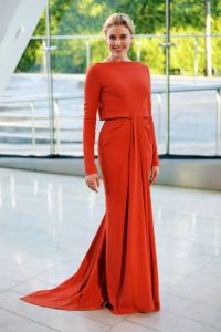 greta gerwig at cfda awards 2014 Beautiful Gowns, Beautiful Outfits, Beautiful People, Modest Fashion, Unique Fashion, Fashion Show, Fashion Looks, Fashion Fashion, Cfda Awards