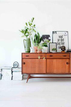 How To Arrange Your Shelf Displays Like A Stylist. Photography by Jantien de Bood.