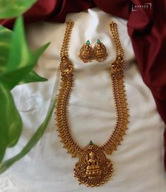Indian Gold Necklace Designs, Gold Temple Jewellery, Indian Bridal Jewelry Sets, Gold Fashion, Necklace Set, Bridal Necklace, South India, Antique Jewellery, Jewellery Designs