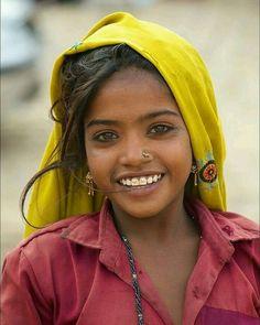 Joven de hermosa sonrisa.