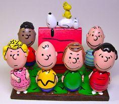 Easter egg art celebrities by John Lamouranne - Easter Photos Charlie Brown Easter, Charlie Brown And Snoopy, Easter Egg Designs, Easter Ideas, Diy Ostern, Coloring Easter Eggs, Easter Tree, Egg Art, Easter Celebration