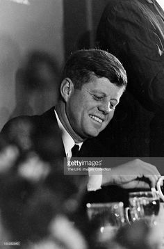 1963. 22 Novembre. By Art RICKERBY. Close-up of American politician and US President John F Kennedy (1917 - 1963) as he eats at Hotel Texas during a Chamber of Commerce breakfast speech, Fort Worth, Texas