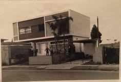 1959 - Casa na avenida República do Líbano, 747 com fundo para o lago, ao lado do portão 8 do Ibirapuera. Foi construída por um jovem engenheiro da época, chamado Adolpho Lindemberg.
