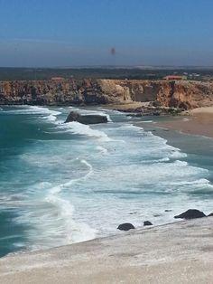 Portugal,  Sagres. De mooiste zee is de zee die we nog niet hebben gezien. Het mooiste kind rust nog in de wieg waardoor het wordt beschermd. De mooiste dagen zijn de dagen die we nog niet hebben beleefd. En wat ik je wilde zeggen, het mooiste, dat heb ik nog niet gezegd. (Nazim Hikmet)