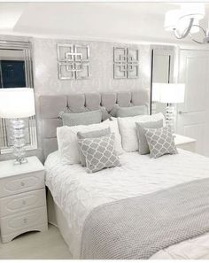 68 Ideas bedroom wall decor white guest rooms for 2019 Bedroom Inspirations, Master Bedroom Furniture, Bedroom Interior, Bedroom Makeover, Bedroom Design, Grey Bedroom Decor, Master Bedrooms Decor, Bedroom Decor, Apartment Decor