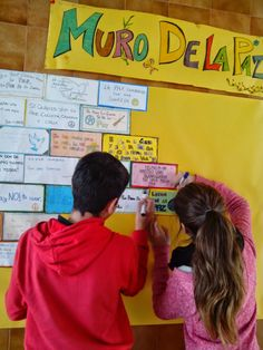 ¡DALE A LA LENGUA!: Abecegrama de palabras relacionadas con la PAZ Bilingual Classroom, Spanish Classroom, Reading Bulletin Boards, Camping Activities, Learning Through Play, Family Day, Classroom Management, Teaching Resources, Religion