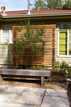 Wood trellis Screen with horiz slats Trellis Design, Diy Trellis, Wood Trellis, Garden Trellis, Outdoor Spaces, Outdoor Living, Landscape Design, Garden Design, Outdoor Privacy