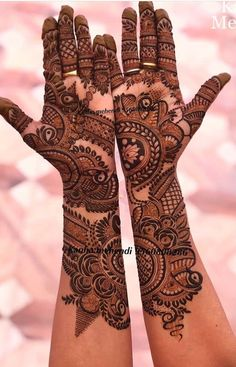wow, very detailed bridal mehndi 🤩 // by