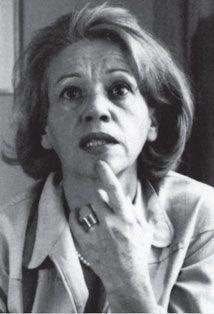 """Elena Garro (1920 - 1998) fue una escritora mexicana que haya   usado el realismo mágico en su obra """"Los recuerdos del porvenir"""""""