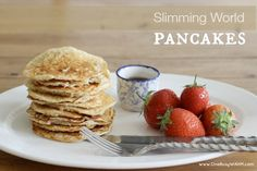 Slimming World pancakes are simple to make, super filling and power you up for a great day ahead. Get the recipe here! Slimming World Pancakes, Slimming World Sweets, Slimming World Breakfast, Slimming World Diet, Healthy Eating Recipes, Cooking Recipes, Drink Recipes, Syn Free Food, Breakfast Pancakes