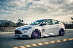 White, low Ford Focus ST 3 racing with big, purple rims! Amazing look! #FordFocusSTClub