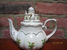 Teapot Christmas with miniature tea set lid