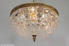 Klassieke plafonniere 25469 bij Van der Lans Antiek. Bekijk al onze antieke lampen op www.lansantiek.com