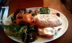 Tomate-Mozzarella Panini im Café Puck