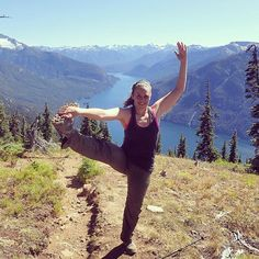 It may be Monday but we're still dreaming about the weekend! Patricia V. stretches out while descending Desolation Peak (that's Ross Lake in the background!) while backpacking in Washington. She claims itas her favourite stretch because it took a lot of work before she was limber enough to do it. (We hear you!) But would you look at that extension now!  #progress #stretches #fit #flexibility #barvanwheredoyoubar #wheredoyoubar