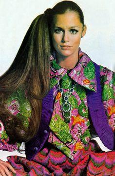 Lauren Hutton. Photo by Irving Penn. Vogue, 1968.