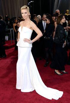 Charlize Theron en un look de Dior Couture en la 85ª edición de los Premios de la Academia.    Red Carpet Oscares 2013