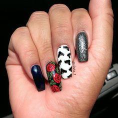 Guns N' Roses.  #nails #guns #roses #FreeHandArt #triggerFinger #nailart #ThugLife #gun #nail #Gi - silvia_1