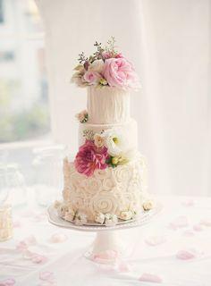 20 Sweetly Enjoyable Wedding Cakes - MODwedding