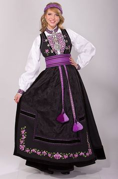 """Beltestakk"" from Øst-Telemark, Telemark, Norway. This bunad have many variations. You have a lot of different choices in this buand and almost no one have the excact same model Handycraft Ideas, Norwegian Clothing, Frozen Musical, European Costumes, Safari, Frozen Costume, Edwardian Dress, Silver Accessories, Dress For Success"