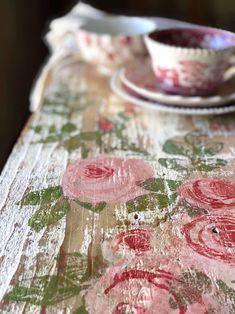 Paint Furniture, Furniture Makeover, Decoupage Furniture, Furniture Refinishing, Home Decor Accessories, Decorative Accessories, Iron Orchid Designs, Rose Decor, Arte Popular