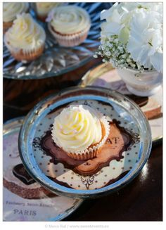 Inspiration Romantic Love. Coordination: Sweet Magical Moments. Photos by Sweet Events. Cupcakes & hydrangeas.