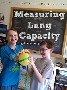 Science Quest: Measuring Lung Capacity Study the respiratory system and determine your lung capacity and what might affect it. Students will calculate and make conclusions. 6th Grade Science, Elementary Science, Middle School Science, Science Classroom, Science Education, Science For Kids, Physical Science, Science Fun, Physical Education