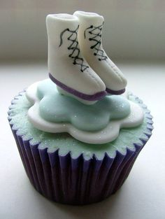 Two of my favorite things... CUPCAKES AND ICE SKATING!!