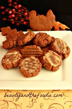 Paleo Iced Gingerbread Cookies - I made these today, without the icing. They are, by far, THE BEST paleo cookies I've ever made! Low Carb Sweets, Paleo Dessert, Low Carb Desserts, Healthy Sweets, Low Carb Recipes, Real Food Recipes, Primal Recipes, Healthy Recipes, Healthier Desserts