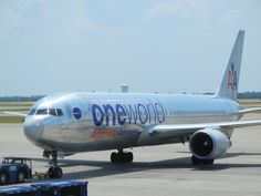 N395AN, the OneWorld 767, pushing back from gate D22