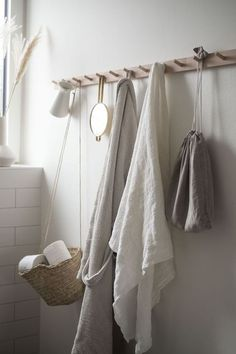 Textilien im Badezimmer. Ein Beitrag von A Pinch of Style - Bath Towel - Ideas of Bath Towel - Textilien im Badezimmer. Ein Beitrag von A Pinch of Style Bathroom Wall Decor, Bathroom Towels, Bathroom Interior, Bedroom Decor, Kitchen Towels, Home Interior, Bathroom Canvas, Mosaic Bathroom, Bathroom Photos