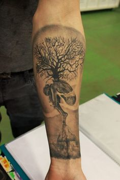 Männer Hand Lebensbaum Tattoo