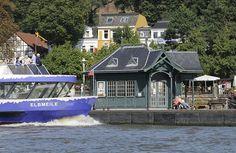 Hafenfähre Elbmeile am Anleger Oevelgönne - Neumühlen.   Hamburg + Elbstrand.