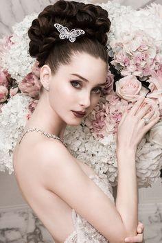 """""""Eles podem cortar todas as flores, mas eles não podem parar a primavera."""" ―Pablo Neruda"""