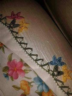 Crochet Tunic, Crochet Flowers, Diy And Crafts, Crocheted Flowers, Crochet Flower, Yarn Flowers